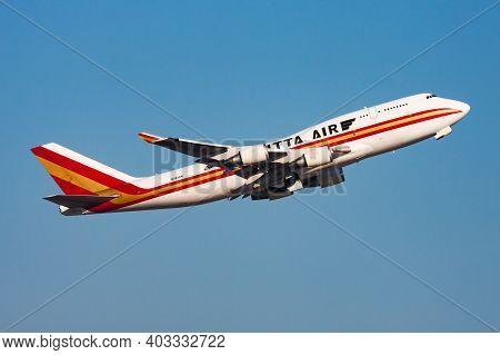 Kalitta Air Boeing 747-400 N745ck Cargo Plane Departure And Take Off At Hong Kong Chek Lap Kok Airpo