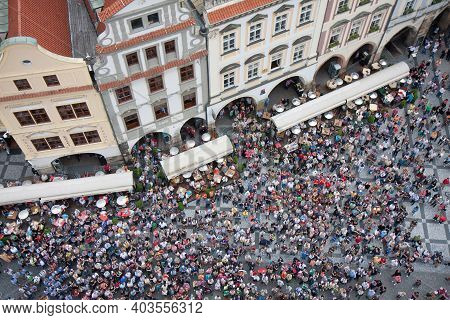 Praha, Czech Republic - Juli 21, 2009: Looking Downward From Tower Old Town Hall. People Is Waiting