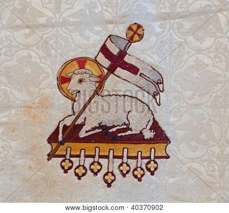 Bordado del cordero de Dios