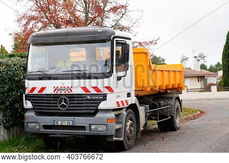 Bordeaux , Aquitaine  France - 01 10 2021 : Mercedes Actros 2031 Dump Truck Tipper In Street Constru