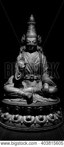 King Songsten Gampo Black And White Sculpture, 16 Century