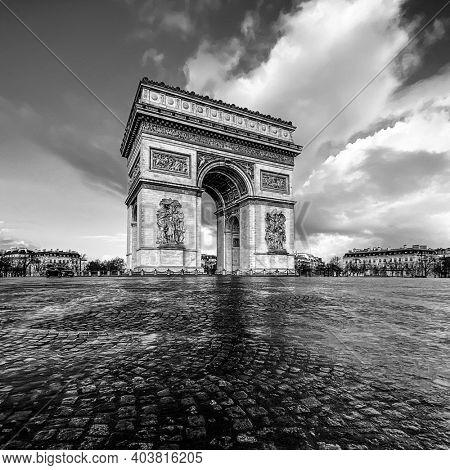 Paris, arc de triomphe during a cloudy day, Black and white, vintage view