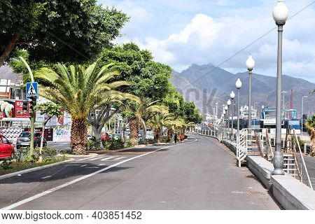 Santa Cruz De Tenerife, Spain - October 27, 2012: Oceanfront Boulevard In Santa Cruz, Spain. Santa C