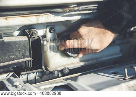 Open And Close Car Coolant Reservior Cap