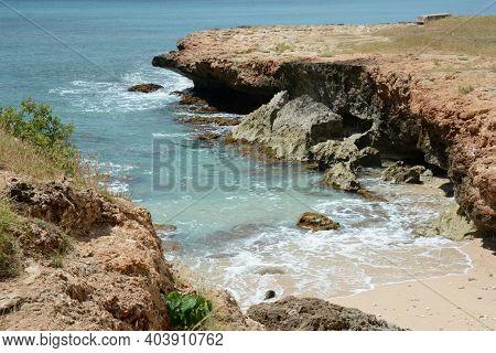 Sunny Vista On Black Rock Beach, A Rustic Wayside Along The Scenic West Coast Of Oahu Island, Hawaii