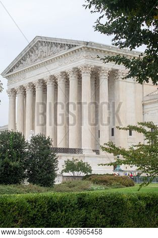 Washington Dc, Usa 9-24-20, Supreme Court Building Vertical Image With Green Bushes And Trees. Calm