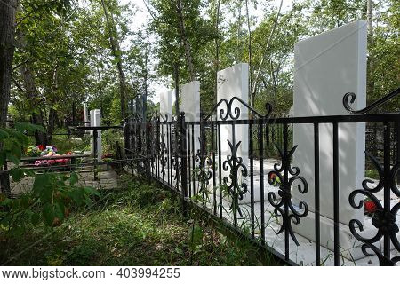 Graves Monuments, And Fences In The Cemetery. Russia, Krasnoyarsk, Badalyk Cemetery, - October 21, 2
