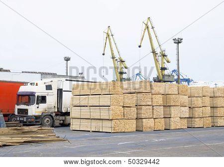 wood deposit in port
