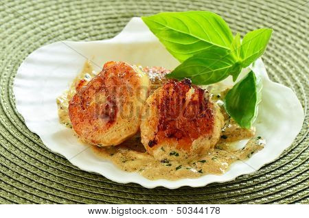 Seared Scallops With Creamy Herb Butter Sauce