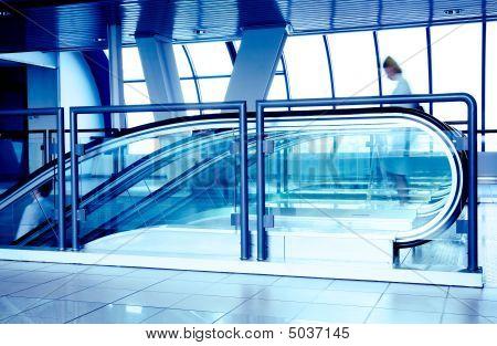 Rolltreppen in modernen Businesscenter