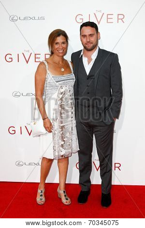 NEW YORK-AUG 11: Producer Scooter Braun (R) and mother Susan Braun attend the premiere of
