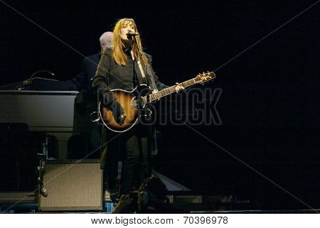NEW YORK - OCTOBER 4:  Musician Patti Scialfa, of the E -Street Band, performs in the last show for the 2002-03 World Tour at Shea Stadium October 4, 2003 in Flushing, New York.
