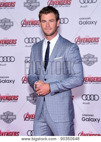 LOS ANGELES - APR 14:  Chris Hemsworth arrives to the Marvel's
