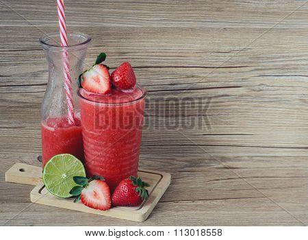 Strawberry Lemonade Slush, Summer and Fresh Drink, Healthy Drink and Fresh, Diet Dtink