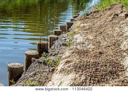 Strengthening shore line