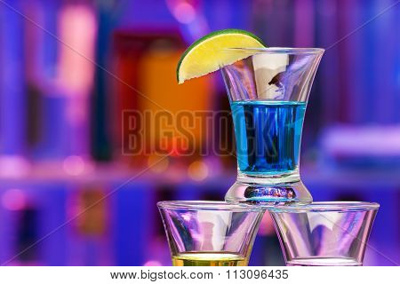 Close shoot of alcohol drink with lime in bar