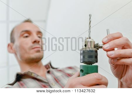 Changing a drill bit