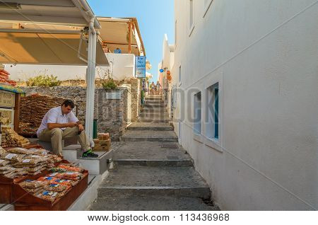 treet seller trading souvenirs and food at Fira town