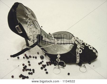 Blach Shoe With Jewelry