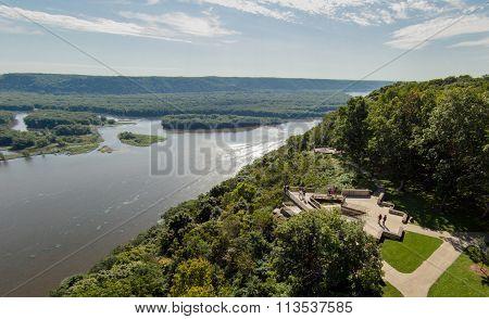 Lookout along Mississippi River