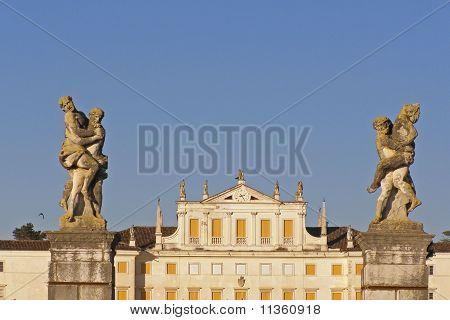 Villa, facade and sculptures