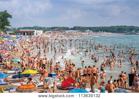 Neptun Jupiter, Romania - Jully 31, 2015 Unidentified People Bathing In The Sun And Enjoying The Wav