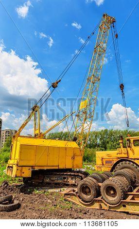 Mobile Caterpillar Crane