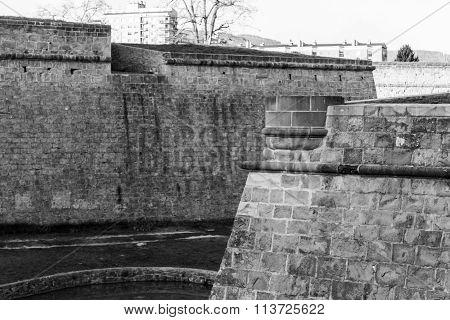 Observing The Walls