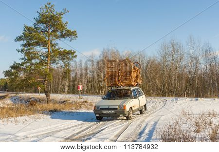 Ukrainian craftsman transports his handmade furniture on a roof of own automobile