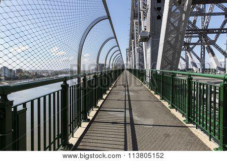 Brisbane Story Bridge suicide barrier and walkway
