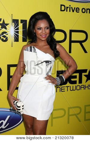 LOS ANGELES - JUN 25:  Ashanti arriving at the 5th Annual Pre-BET Dinner at Book Bindery on June 25, 2004 in Beverly Hills, CA