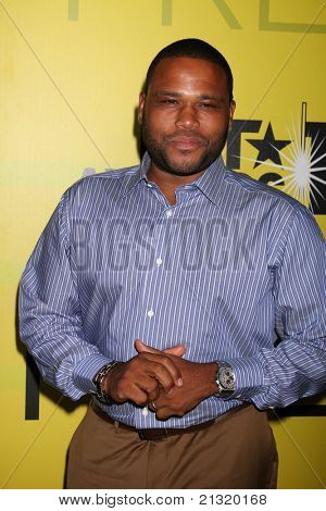 LOS ANGELES - JUN 25:  Anthony Anderson arriving at the 5th Annual Pre-BET Dinner at Book Bindery on June 25, 2004 in Beverly Hills, CA