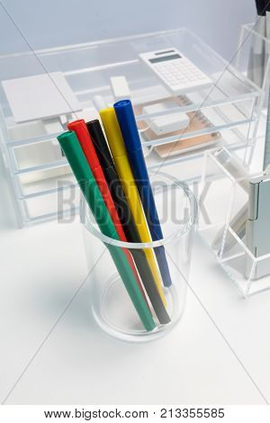 Marker Pen In Clear Acrylic Rounded-shape Holder For Desk Organizer