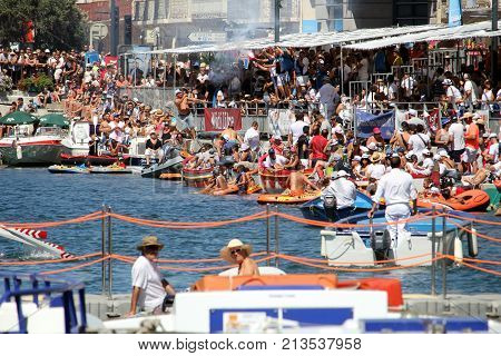 Sete, Herault, France  - Aug 21 2017: Crowds Watching And Cheering The Traditional French Water Jous