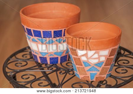 It is image of flower pot decorated with mosaic