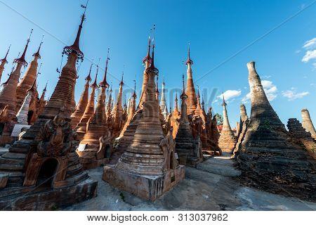 Inle Lake, Myanmar - 30 November, 2018: Horizontal Picture Of Amazing Ancient Stupas At Indein Templ