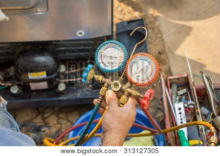 Repair Refrigerator Job With Pressure Gauge , Technician Vacuum System Refrigerator At Maintenance S