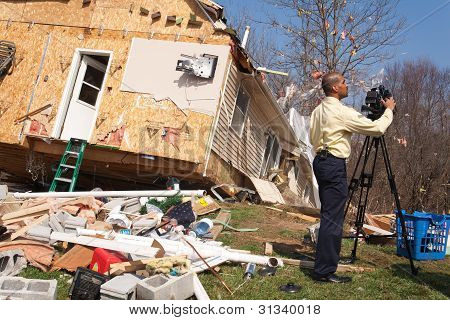 Tras tornado en Lapeer, MI.