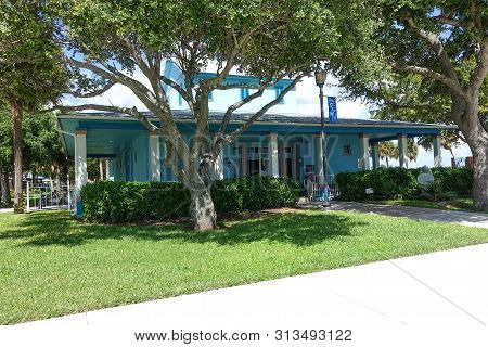 Ft. Pierce,fl/us-7/23/19:  The Exterior View Of The St. Lucie County Aquarium Which Houses The Smith