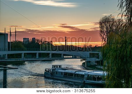 Berlin, Germany - November 15, 2918: Sunset Over The Spree River In Berlin With The Victory Column I