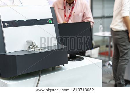 High Precision And Accuracy Spectrometer Machine With Computer Screen For Chemical Composition Of Me