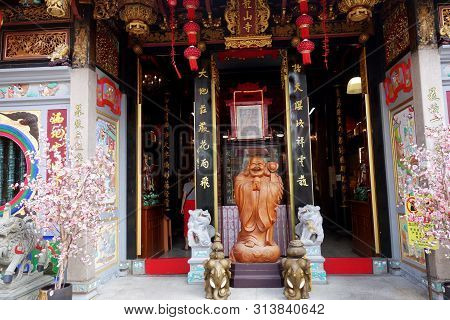Singapore- 19 Jul, 2019: Leong San Temple Entrance Arch At Little India In Singapore. Leong San See