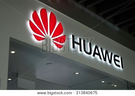 Singapore, 27 Jul, 2019: Signboard Of A Huawei Store In Singapore. Huawei Is A Chinese Multinational
