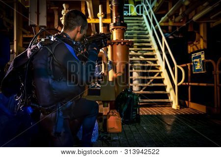 Spacial Diver Military Hold Gun Prepared To Attact  Dark Tone