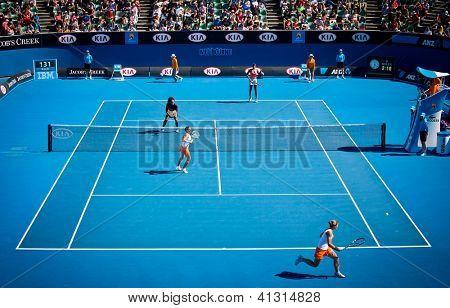 MELBOURNE - 22 janvier : Sara Errani (R Front) et Roberta Vinci de l'Italie dans un match de double contre