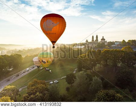 Vilnius, Lithuania - August 20, 2020: Colorful Hot Air Balloons Taking Off In Old Town Of Vilnius Ci