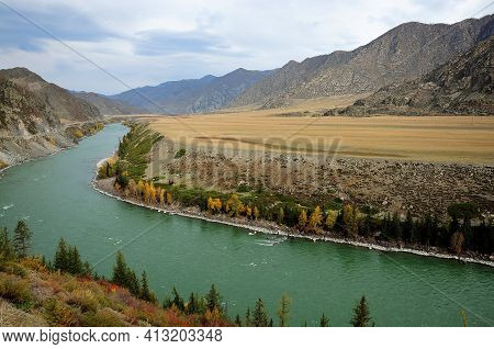 The Bed Of The Turquoise Turquoise River Turns Into A Narrow Intermountain Valley Painted In The Col