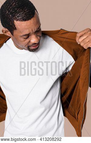 Man wearing minimal white t-shirt