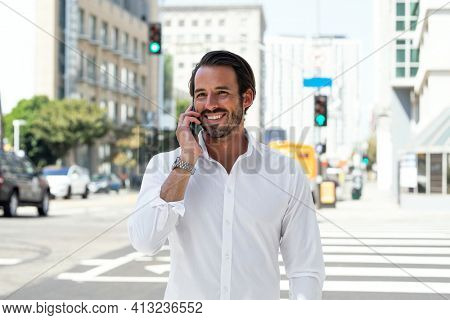 Casual businessman talking on the phone outdoor photoshoot