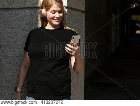 Women's black t-shirt) streetwear size inclusive city apparel shoot